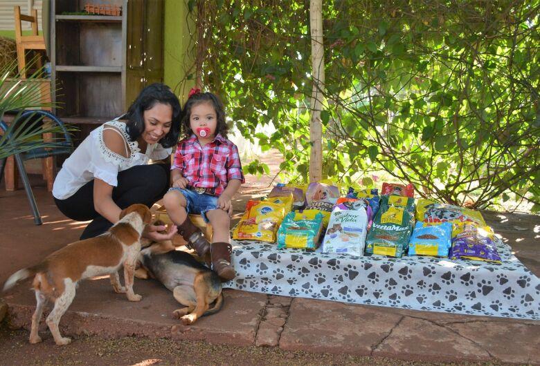 Aniversário de menina tem pedido diferente de presentes, ração para cães e gatos