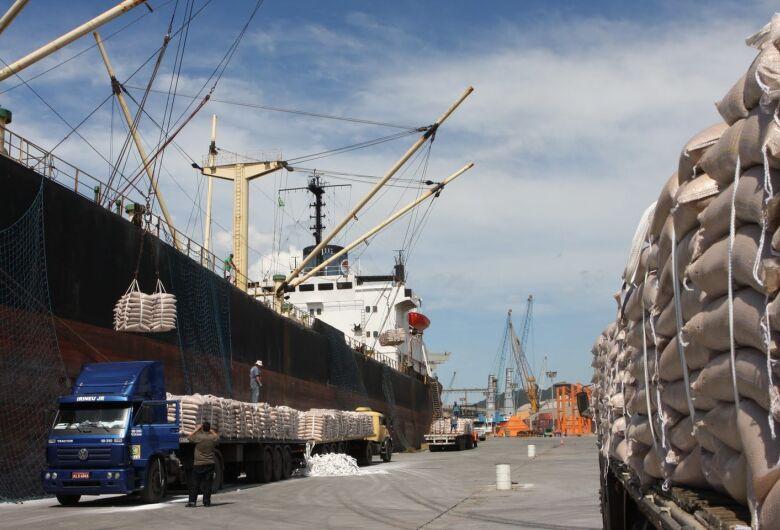 Julho fecha com superávit de US$ 2 bilhões nas exportações, aumento de 40% em MS