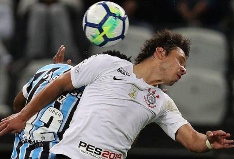 Grêmio vence Corinthians e sobe para 3º lugar no Brasileirão