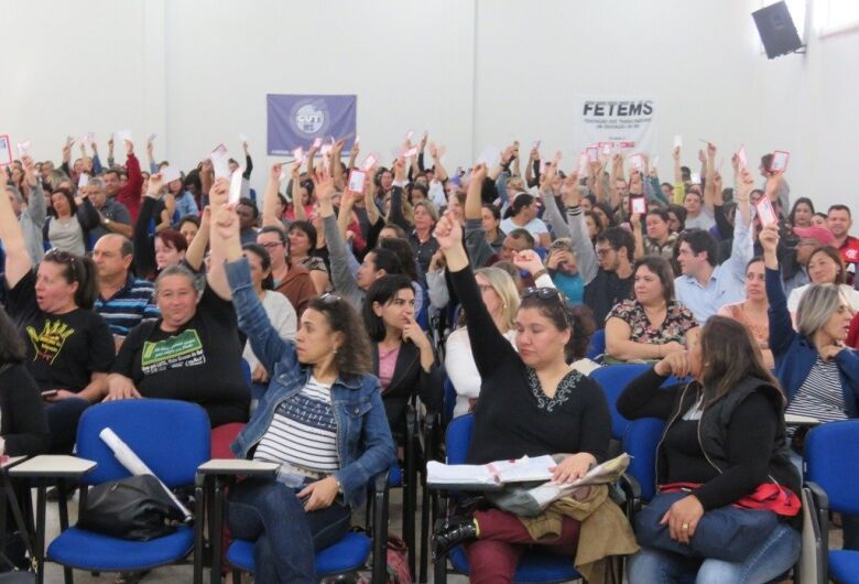 Professores entram em greve nesta sexta-feira por tempo indeterminado