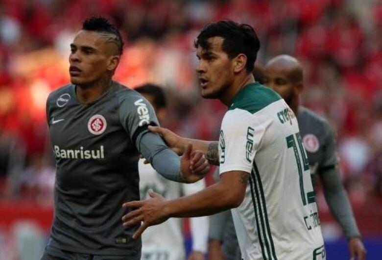 Inter e Palmeiras ficam no 0 a 0 no Sul e se distanciam do São Paulo