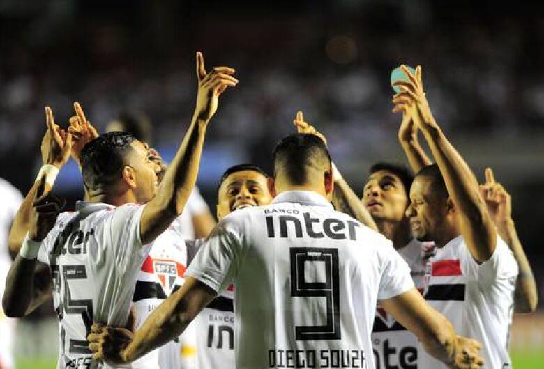 Líder, São Paulo fecha primeiro turno com 6 pontos a menos que Timão de 2017