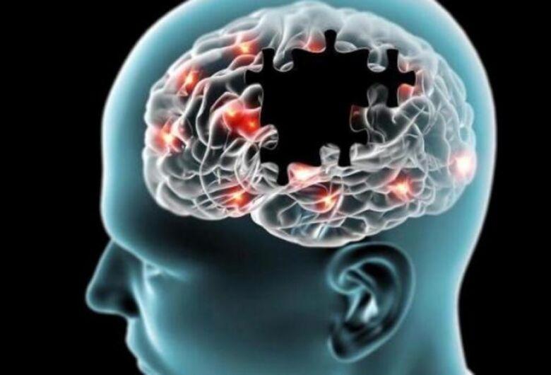 Cientistas de Cambridge descobrem novo método para combater Alzheimer