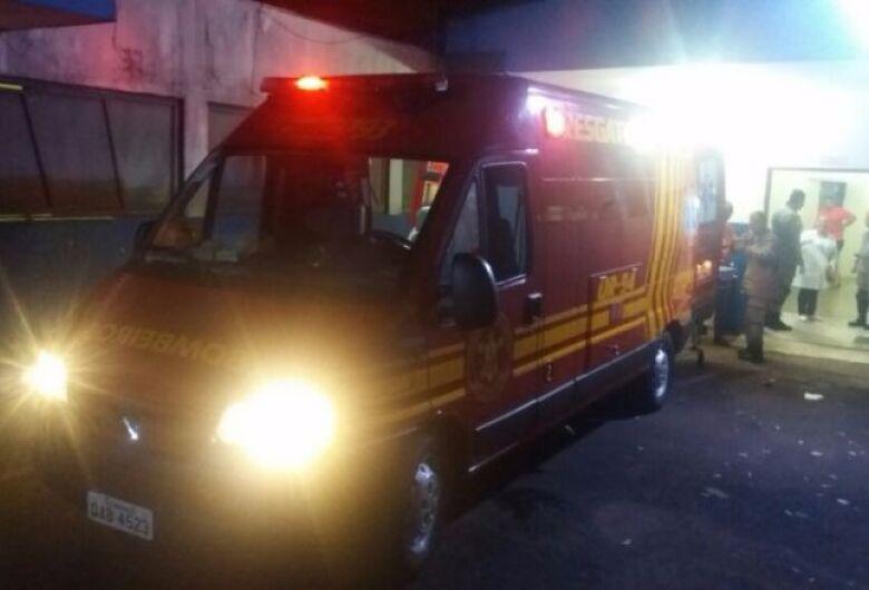 Em Dourados, homem é atingido com dois tiros disparados por dupla de motocicleta