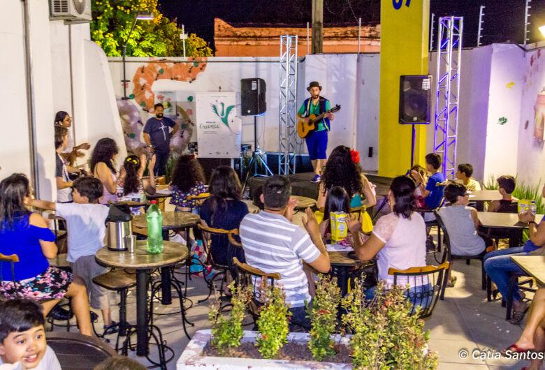 Projeto de contação de histórias realiza oficina literária e apresentação em Dourados
