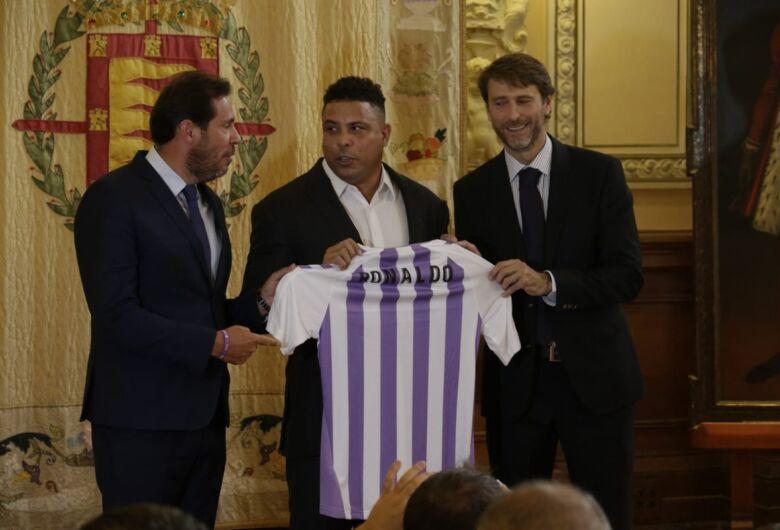 Ronaldo é apresentado como dono de time espanhol da 1ª divisão
