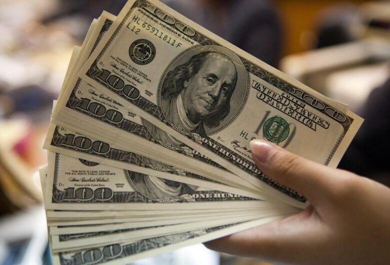 Dólar fecha na maior cotação desde a instituição do real como moeda brasileira