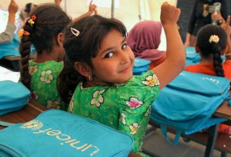 França, Reino Unido e Canadá querem todas as meninas na escola em 2030