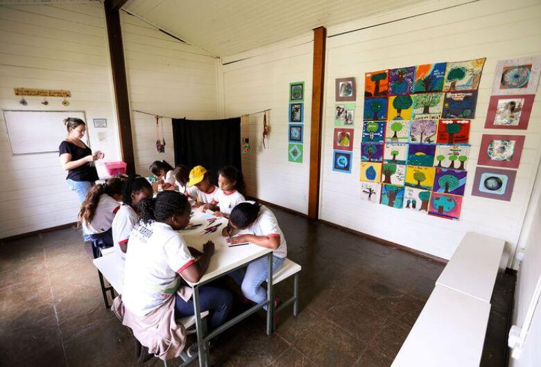 Após um ano no ensino médio, 1 em cada 4 estudantes deixa a escola