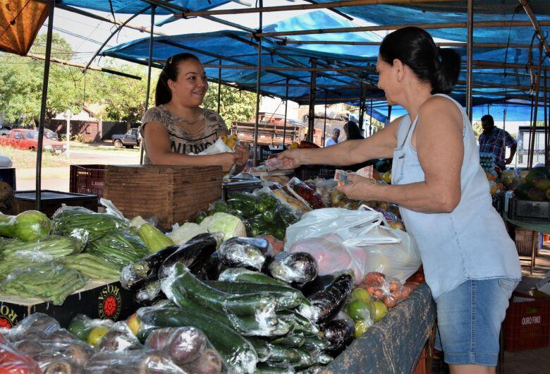 Muito mais que barracas e feirantes, a feira livre é um comércio afetivo