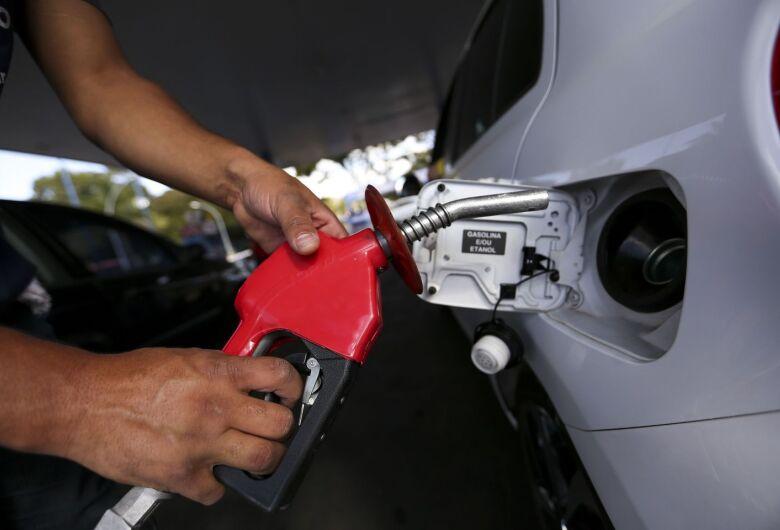 Petrobras eleva preço da gasolina; diesel permanece inalterado