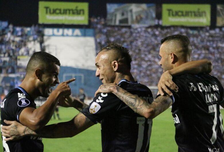 Grêmio vence Tucuman e larga com grande vantagem nas quartas da Libertadores