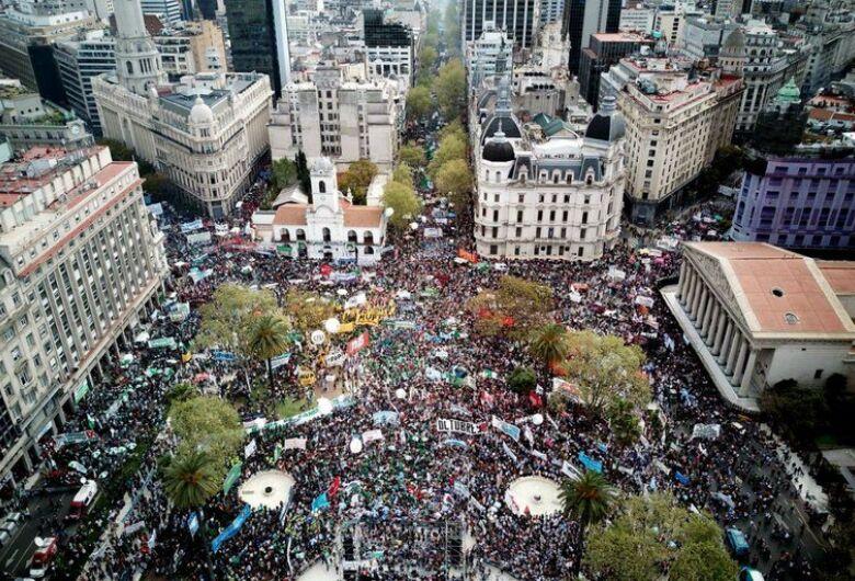 Sindicatos paralisam a Argentina em plena crise econômica