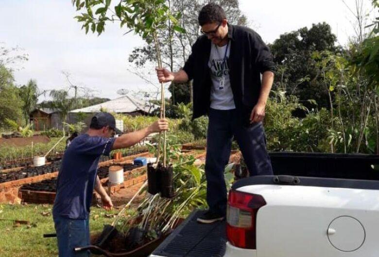 No Dia da Árvore, Imam, acadêmicos e PMA plantam 80 mudas às margens de córrego no Rego D'Água