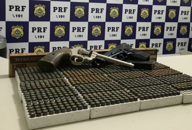 Homem detido há 8 dias por receptção 'cai' com cocaína, maconha, armas e munição