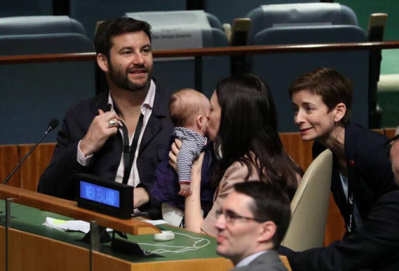 Primeira-ministra da Nova Zelândia leva seu bebê para Assembleia da ONU