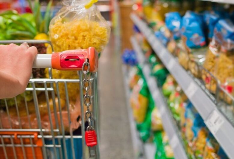 Preço médio da cesta básica cai 0,99% em Dourados