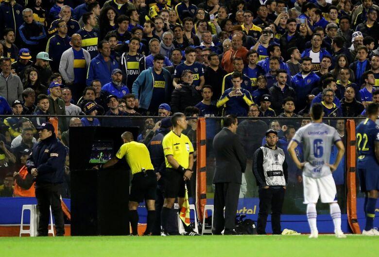 Conmebol se manifesta sobre arbitragem polêmica no jogo entre Boca e Cruzeiro