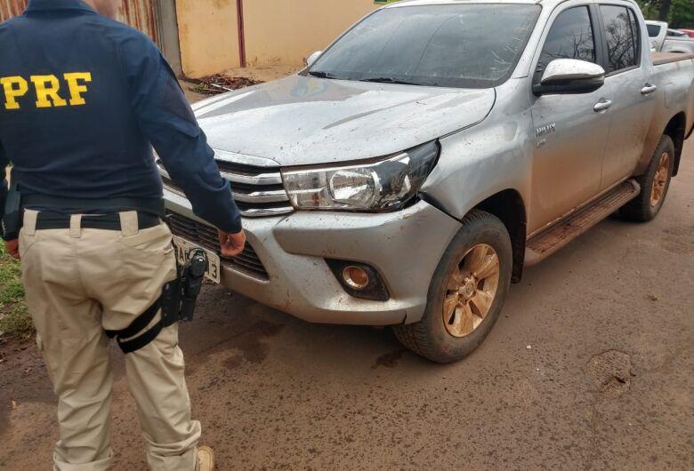 PRF recupera caminhonete com moto roubada 'enfiada' dentro dela na BR-463