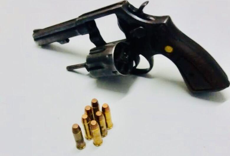Com revólver, trio de Dourados é preso pela PM em Douradina