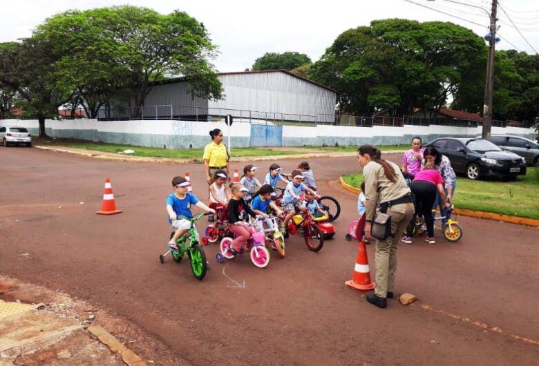 Prefeitura trabalha educação no trânsito e investe em sinalização e vistoria nas vias