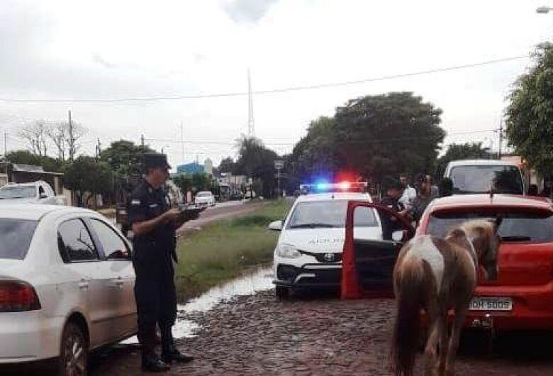 Brasileiros são presos na fronteira por maus tratos a animal