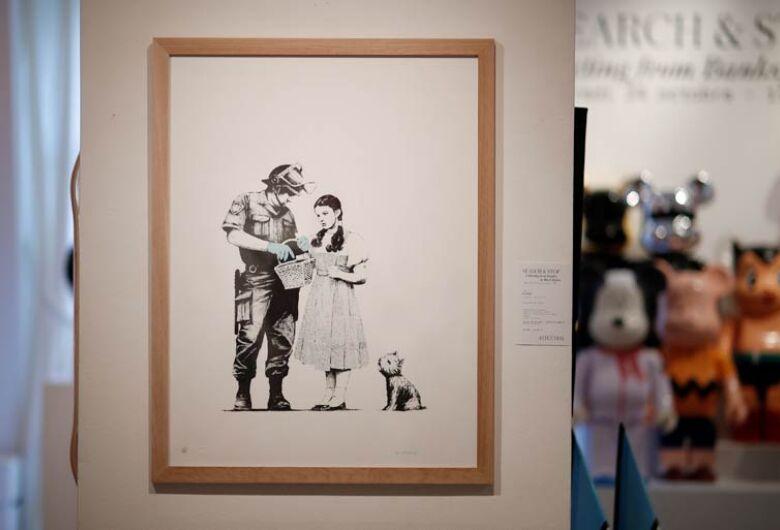 Sem brincadeiras, obras de Banksy são vendidas de forma intacta em leilão de Paris