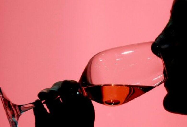 Bebida afeta memória e causa desejo duradouro por álcool, diz estudo