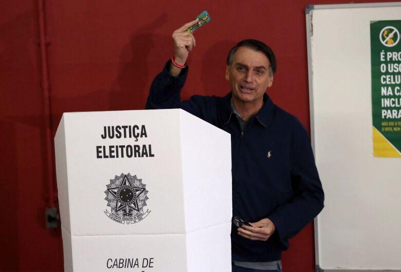 Com segurança reforçada, Bolsonaro vota no Rio