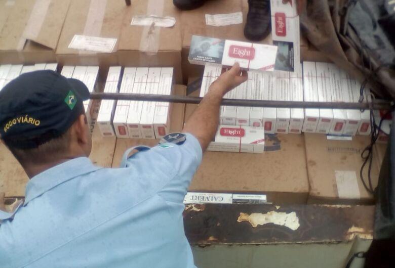 Batedor de carga de cigarro avaliada em R$ 2 milhões tenta subornar policiais rodoviários