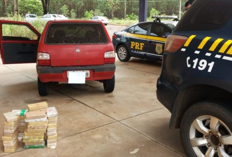 Casal é preso em MS transportando 47 tabletes de cocaína em fundo falso de carro
