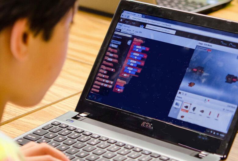 Colégio Dom Bosco Bilíngue de Dourados ensina programação de computadores para seus alunos