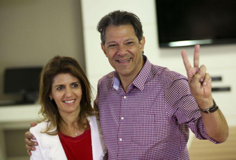 Após café da manhã com aliados, Haddad vota em São Paulo