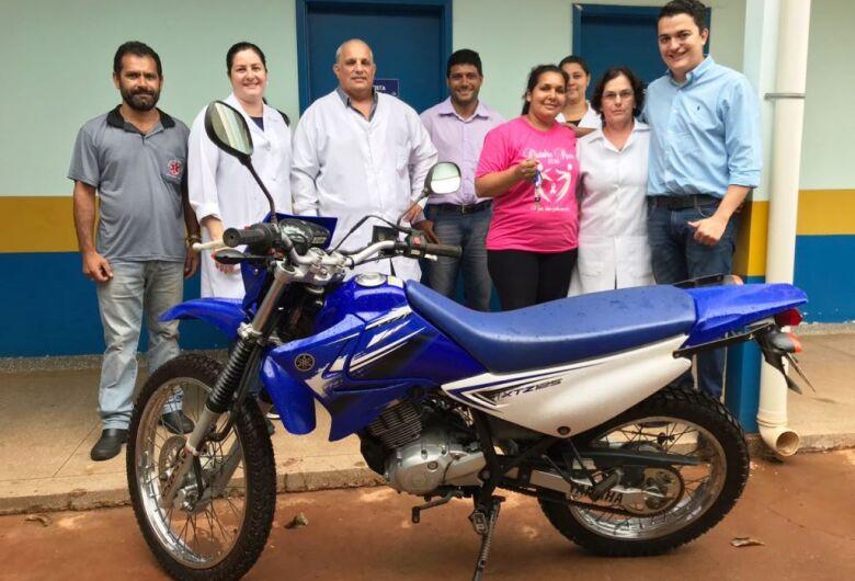 Saúde entrega motocicletas para agentes de saúde em três distritos