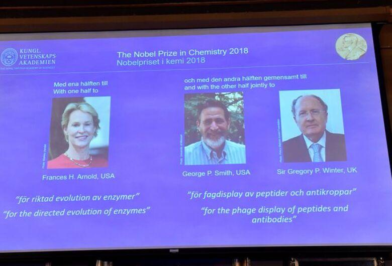 Trio conquista Nobel de Química por avanços no desenvolvimento de proteínas
