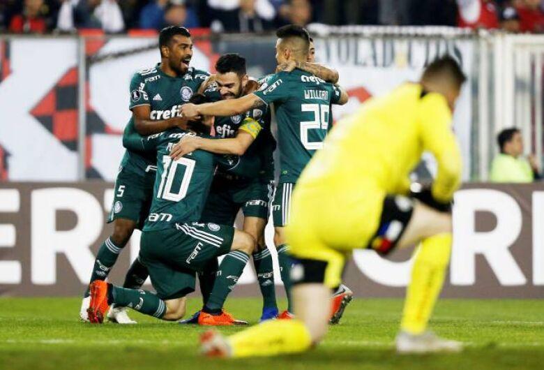 Palmeiras volta a vencer Colo-Colo e se garante nas semis da Libertadores