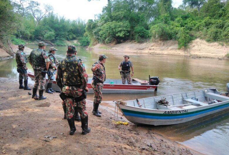 Na véspera do feriado de Finados, PMA fiscaliza rios federais que fecham para pesca