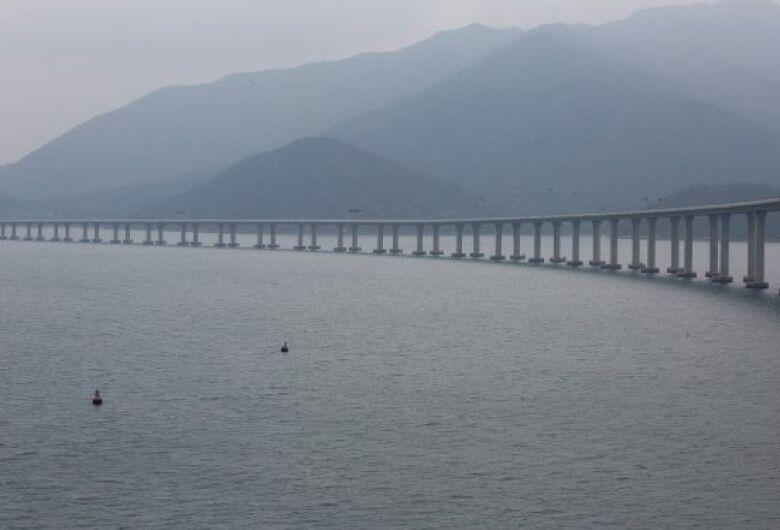 China inaugura maior ponte do mundo em mar aberto com 55 km de extensão