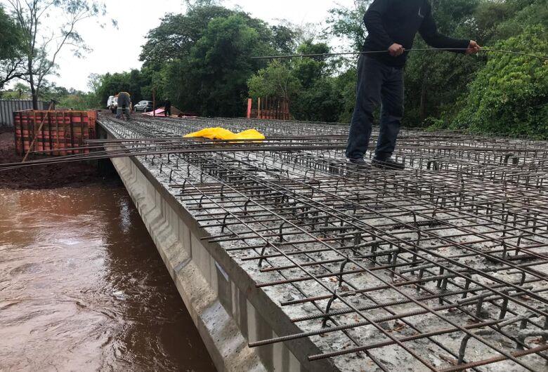 Prefeitura avança com obra de ponte na Vila São Pedro