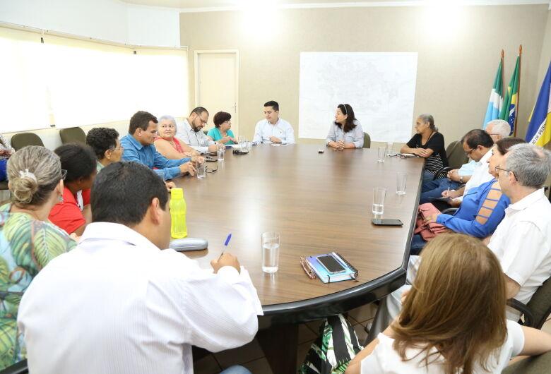Prefeita Délia discute reestruturação do atendimento da Atenção Básica da Saúde
