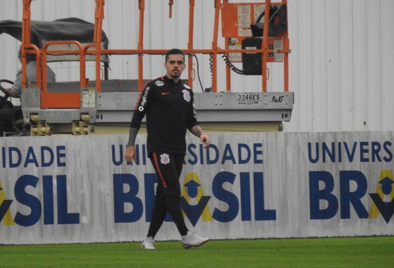 Fagner faz trabalho físico no campo, e Jair Ventura testa opções no Corinthians