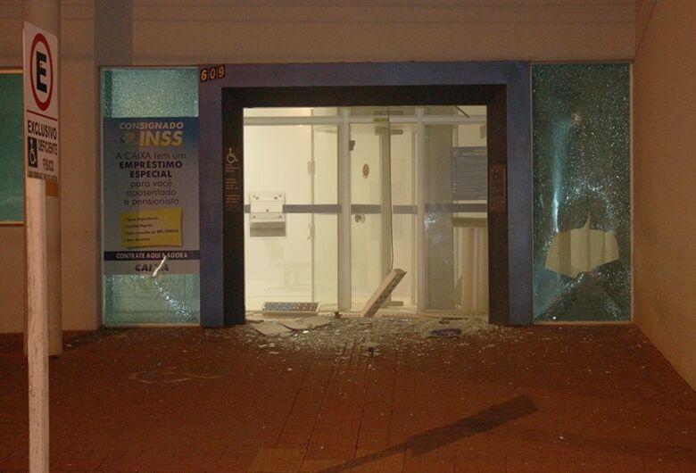 Bandidos explodem agências bancárias em Chapadão do Sul