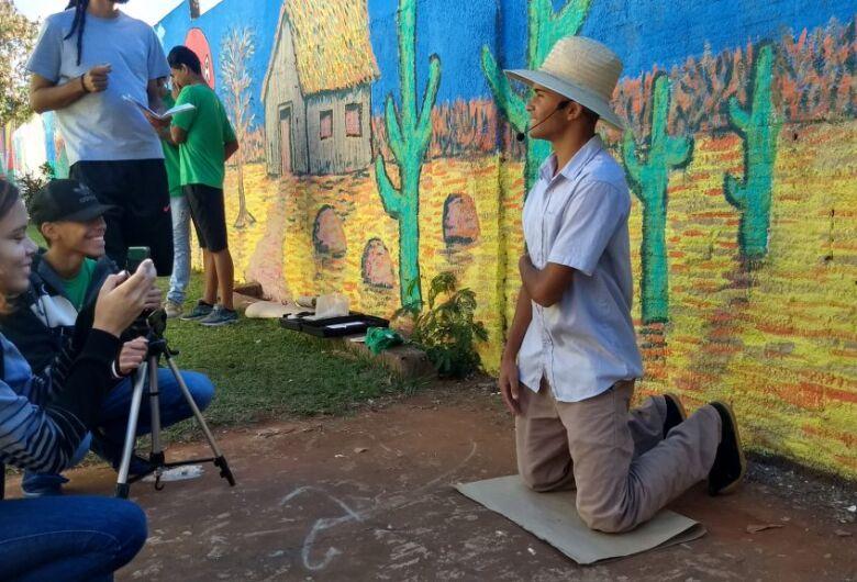 Inspirados na obra Morte e Vida Severina, estudantes produzem telas e curta em exibição no MIS