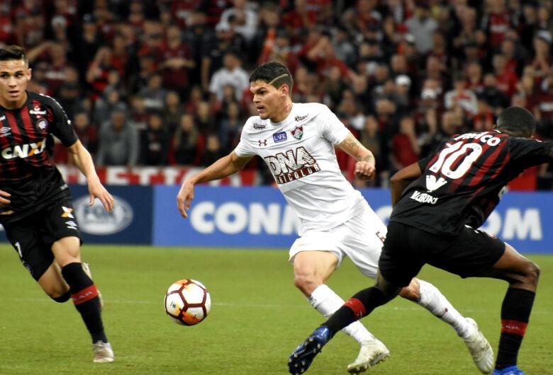 Atlético-PR bate Fluminense e abre vantagem na Copa Sul-Americana