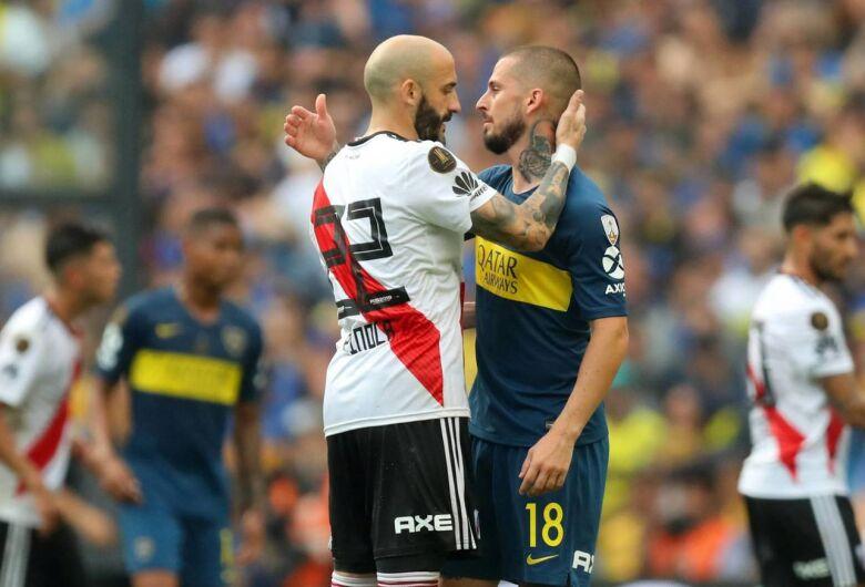 Em jogo de 4 gols, Boca e River empatam na ida da final da Libertadores