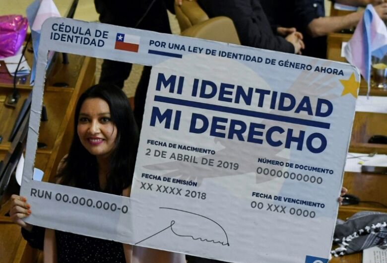 Chile promulga lei que permite mudança de sexo em documentos a partir de 14 anos