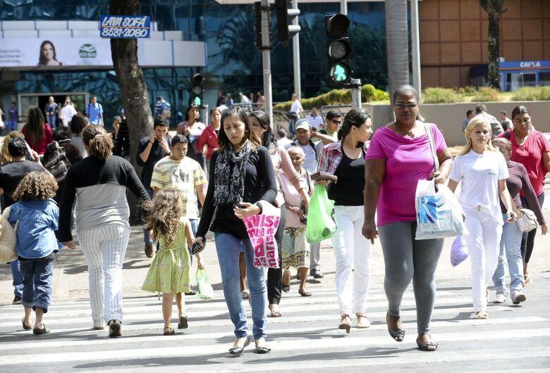 Taxa de desemprego cai 11,7% em outrubro, diz IBGE