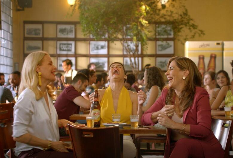 Vilãs estrelam nova campanha da cerveja Crystal