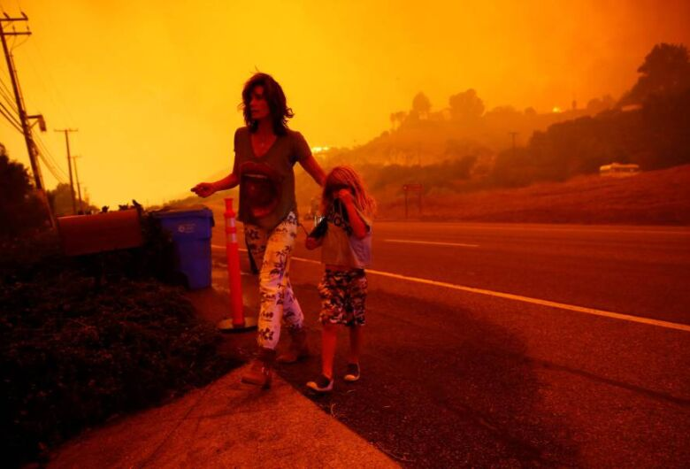 Número de desaparecidos em pior incêndio da história da Califórnia supera 600