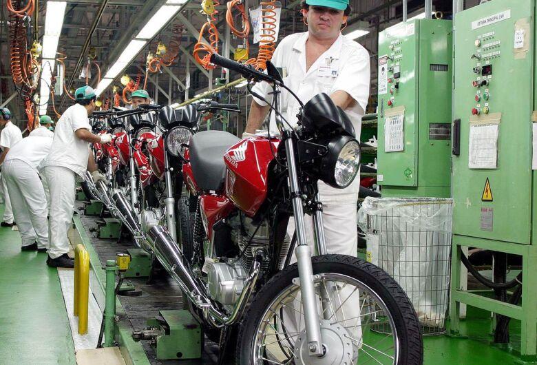 Produção industrial no Brasil cai 1,8% em setembro, diz IBGE